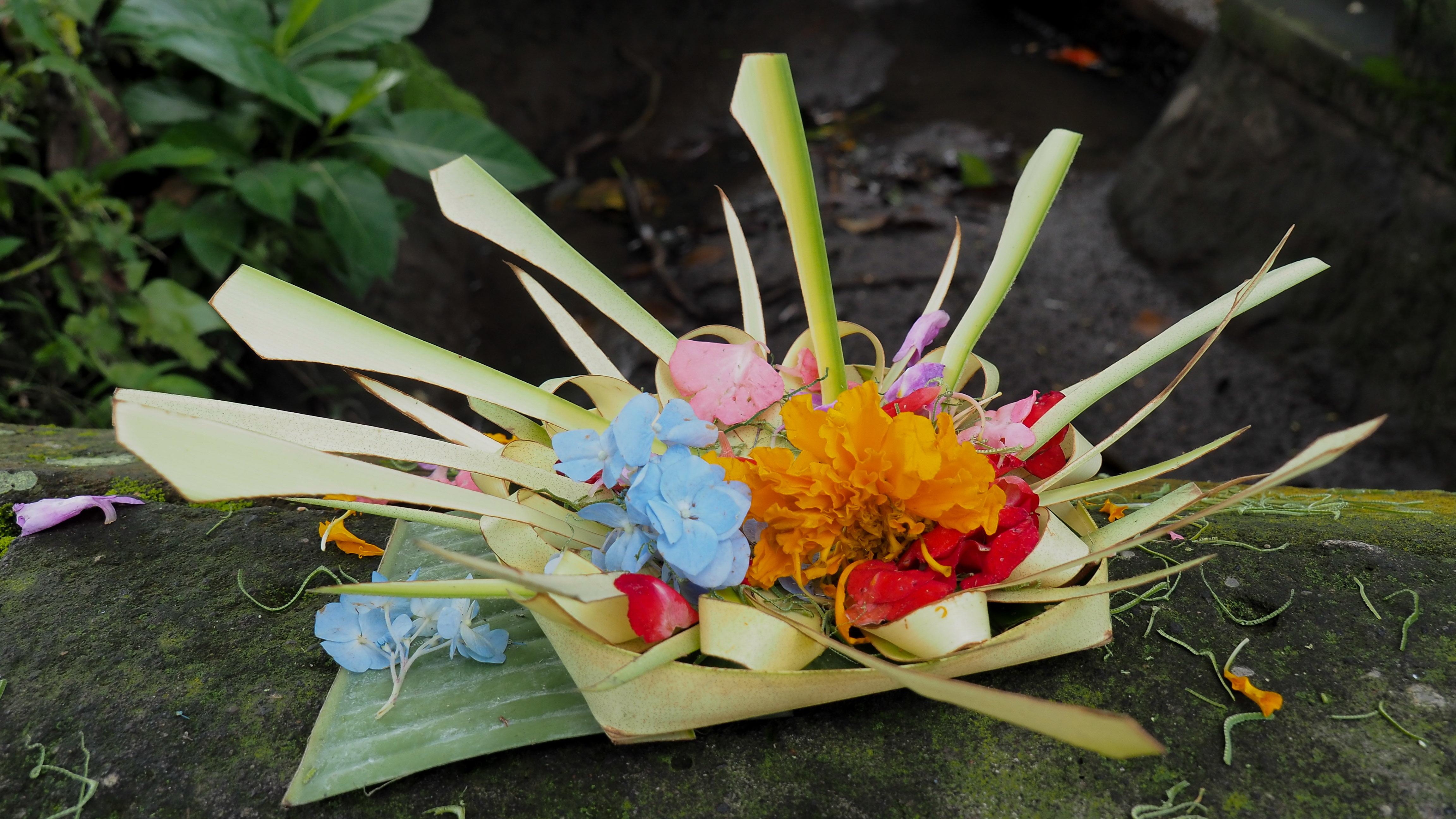 Bali retreat, offering making