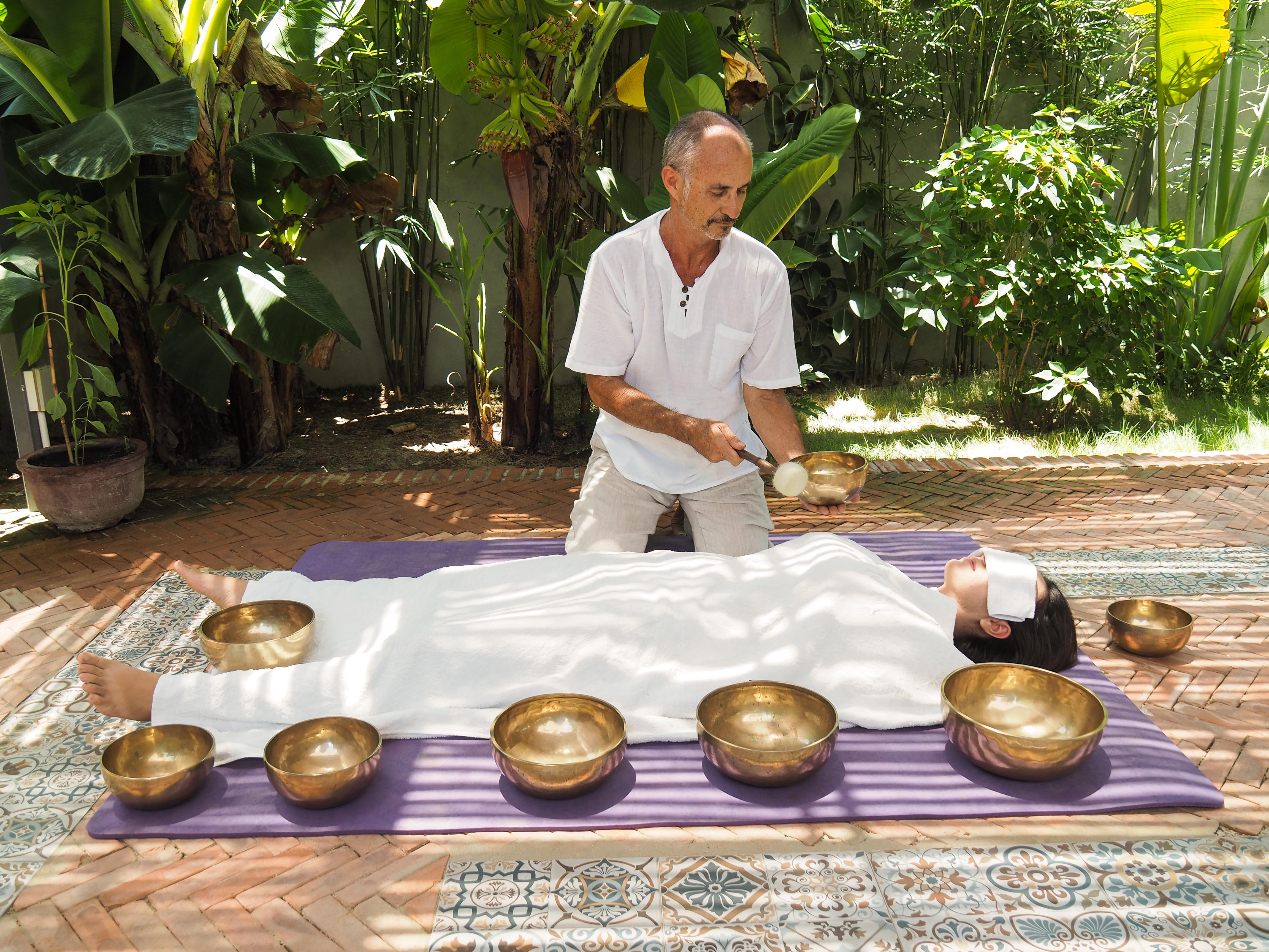 Bali retreat, individual sound bowl balancing massage