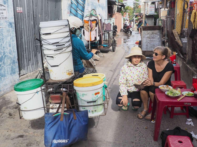 living in vietnam: streetfood vendor, Hoi An, Vietnam